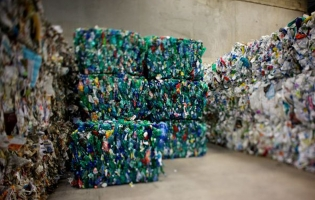 Collecte et compactage cartons et plastiques